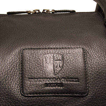 Underwood & Tanner – Black Travel Bag/Holdall in Soft Grained Leather with Shoulder Strap