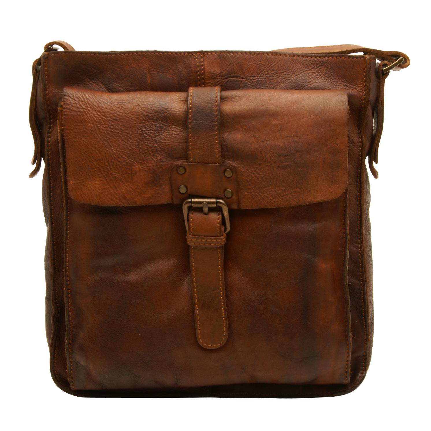 Ashwood – Tan Shoreditch Messenger Bag in Cowhide Leather