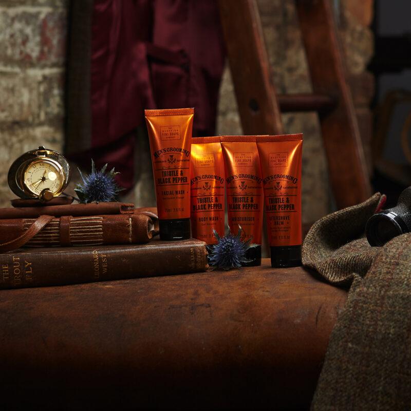 The Scottish Fine Soaps Company – Thistle & Black Pepper Travel Set in Wash Bag