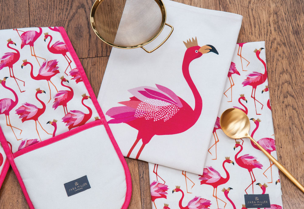 Sara Miller – Flamingo Repeat Apron in Presentation Gift Box