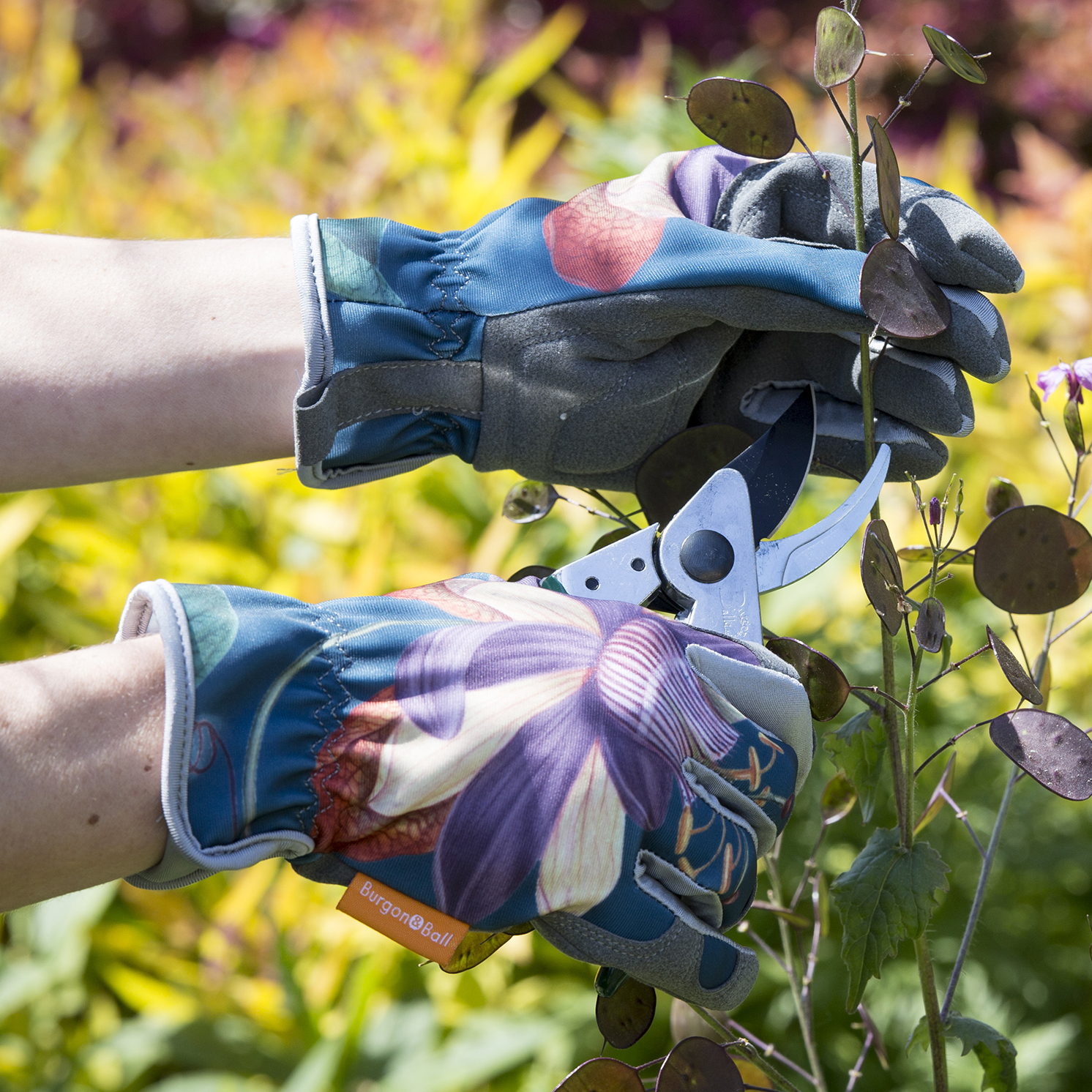 Burgon & Ball – RHS Passiflora Gloves with RHS Passiflora Wooden Plant Labels
