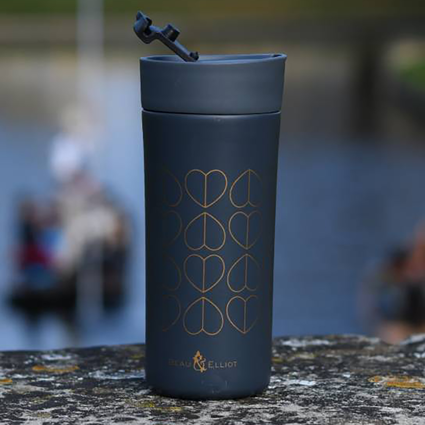 Beau & Elliot – Dove Grey Vacuum Insulated Stainless Steel Grande Travel Mug