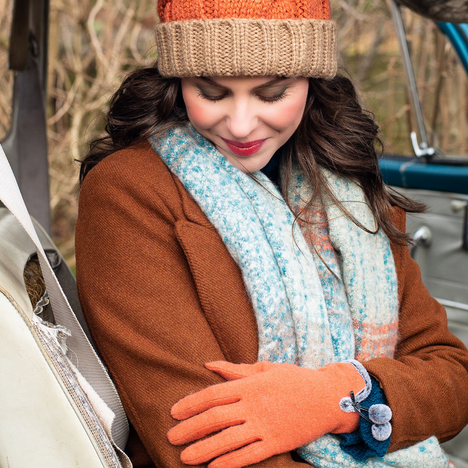Powder – Tangerine Betty Wool Gloves with Powder Presentation Gift Bag