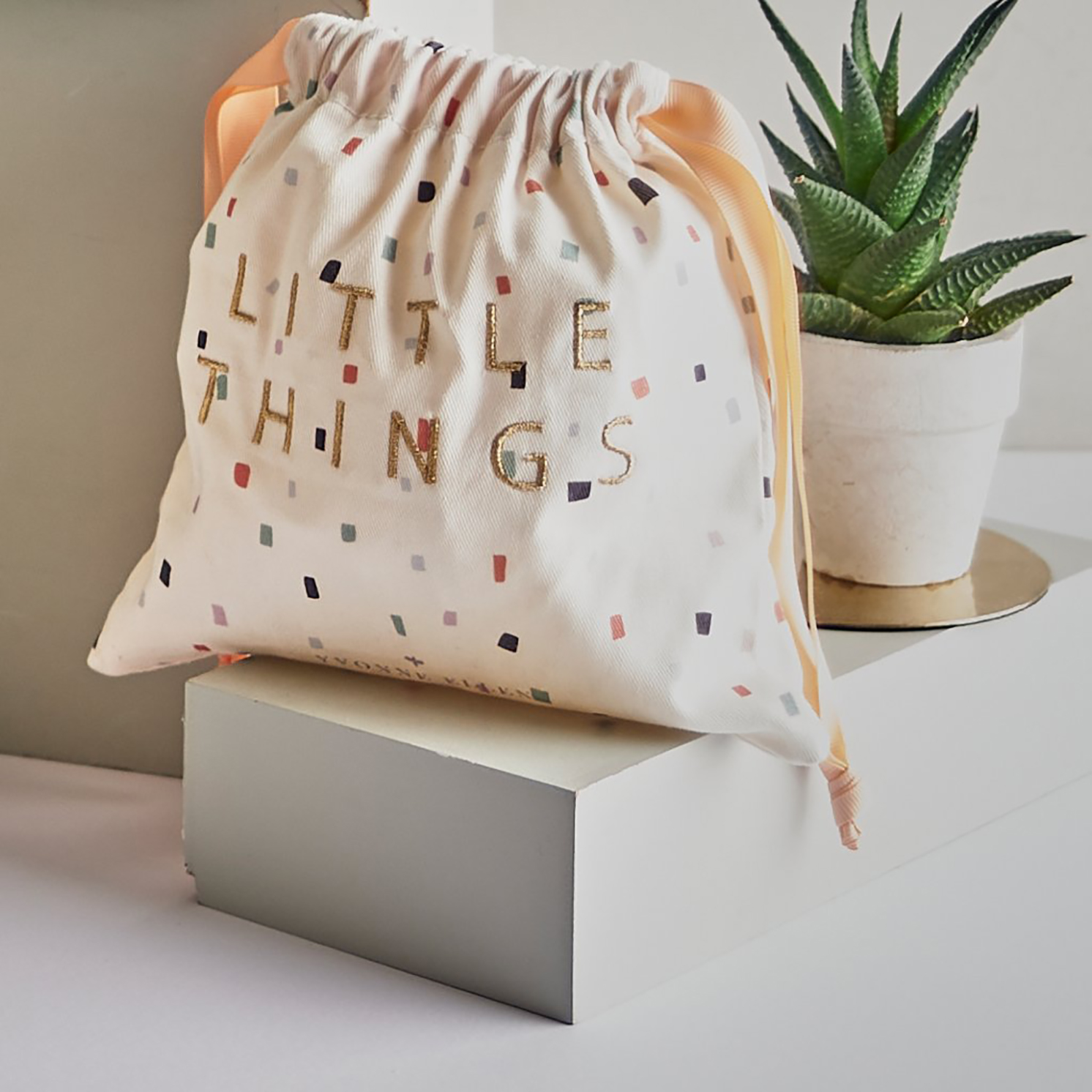 Yvonne Ellen – Cheeky Cheetah & Cockatoo 3 Piece Cotton Bag Travel Set